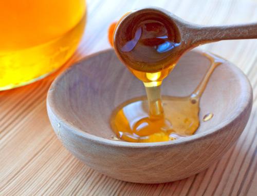Trị sẹo lồi bằng mật ong và nghệ tươi siêu đơn giản